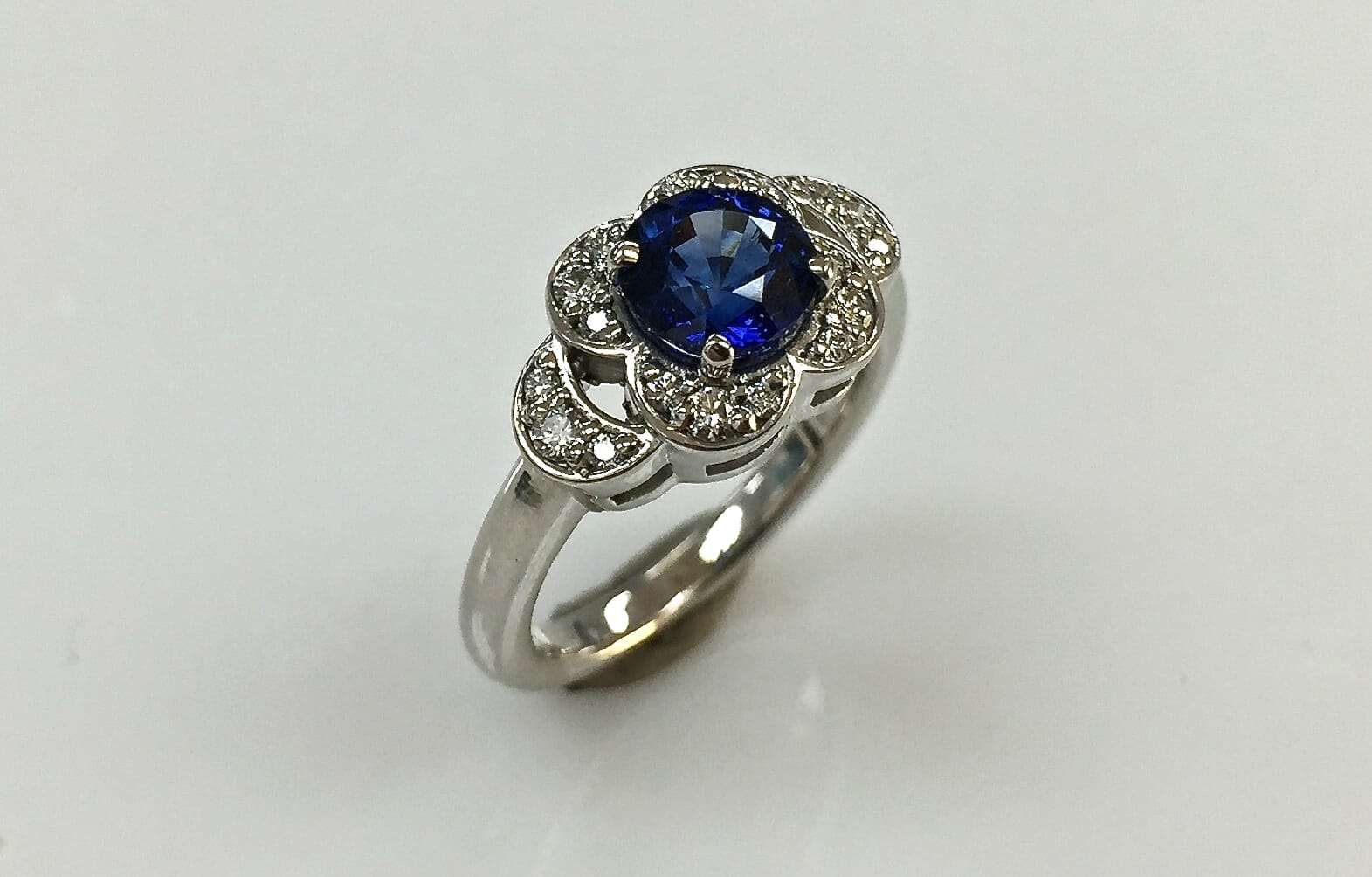sapphire and diamond daisy flower ring