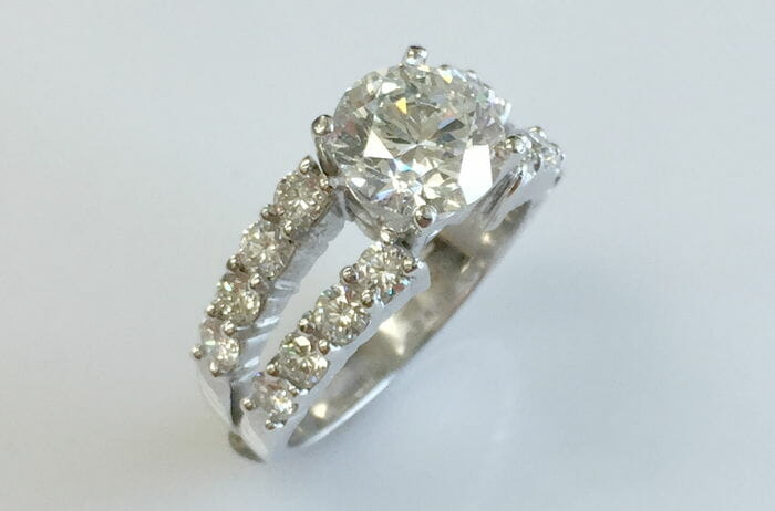 18k white gold split shank diamond ring